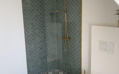 Totalrenovering af badeværelse 2020. Specielle mosaikker og messing.